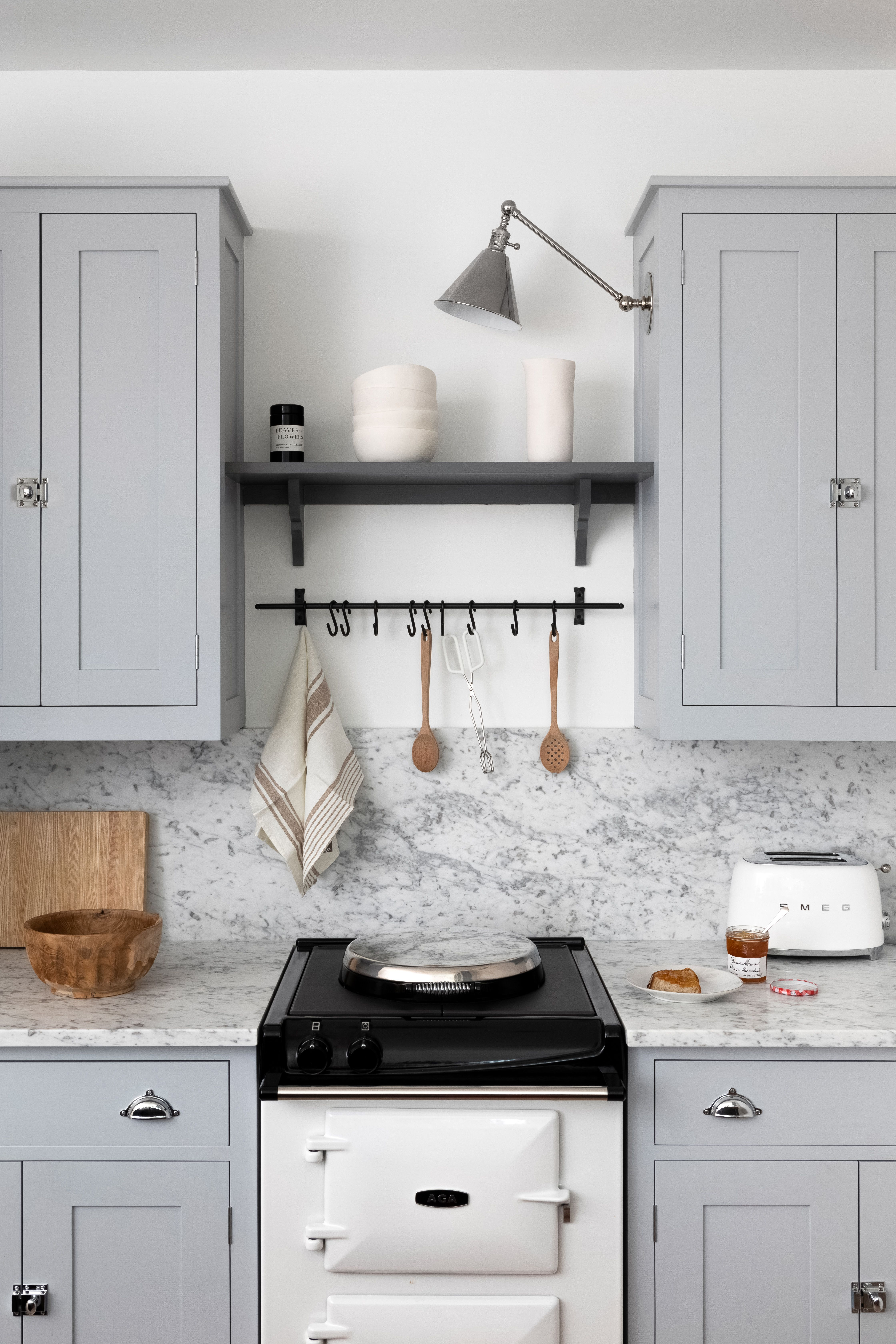 A Plain English Kitchen Manhattan Apartment British Kitchen Design Grey Kitchen Kitchen Cabinet Colors