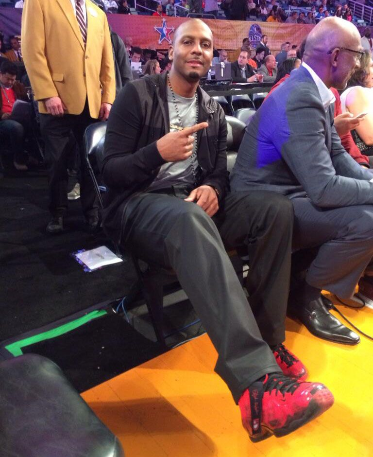 ... differently fb288 73db4 Penny Hardaway wearing Nike Air Foamposite One  Doernbecher ... 529c11f290