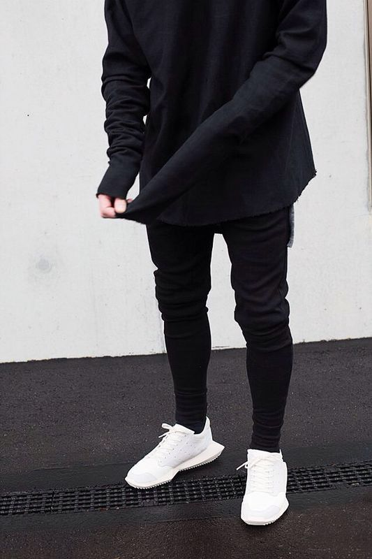 all black errthing EXCEPT crisp white sneakers