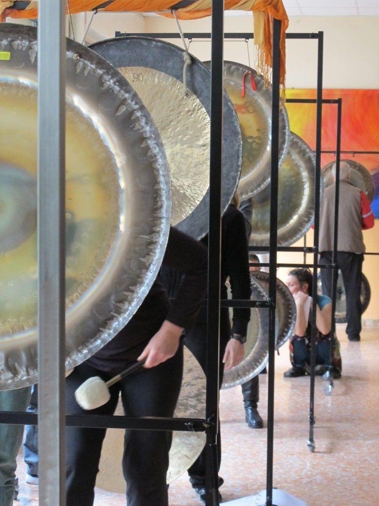 Formazione 2016 - suonare i gong per diffondere questa vibrazione di pace nel mondo