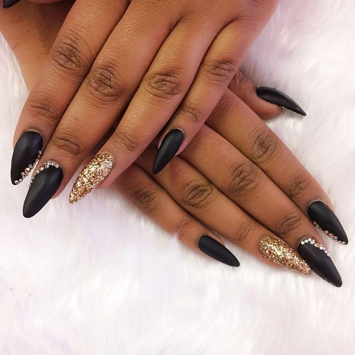 stiletto nails in matte black