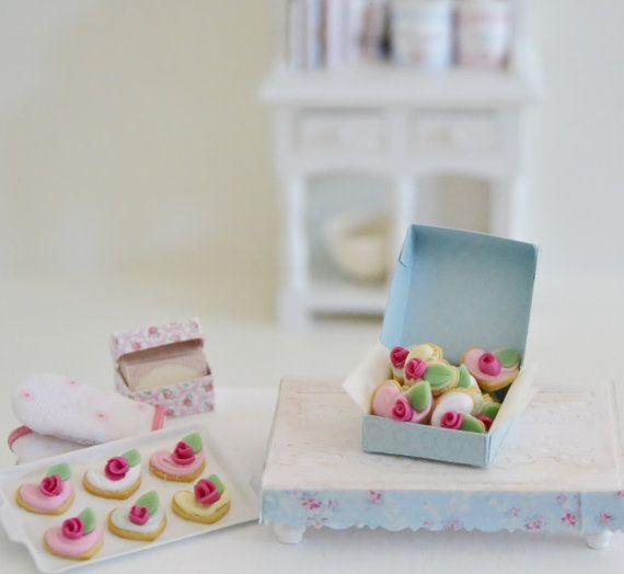 Sweet Petite Miniature Rose Cookies by SweetPetiteShoppe on Etsy, $11.50