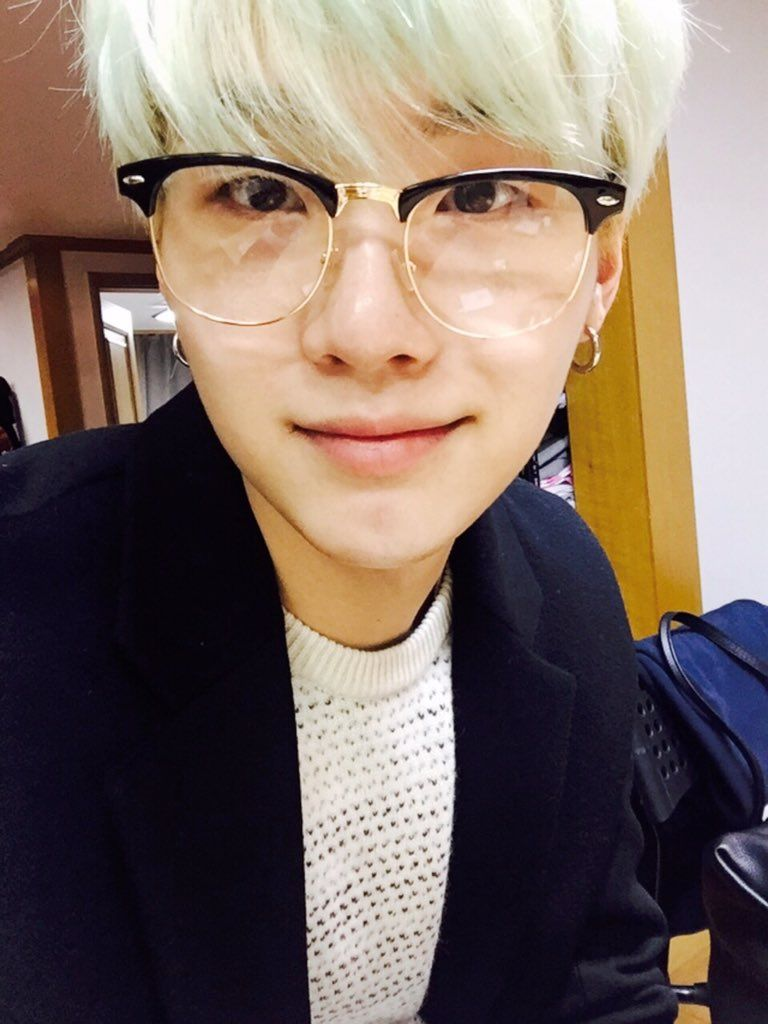 BTS Twitter [151218] Trans @bts_twt : Recently, I've changed the style of my clothing [SUGA] #btsselca
