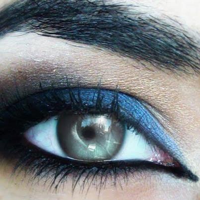 great blue n black smokey eye make up