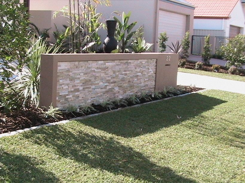 Feature letterbox front garden landscaping alexander for Landscape design sunshine coast