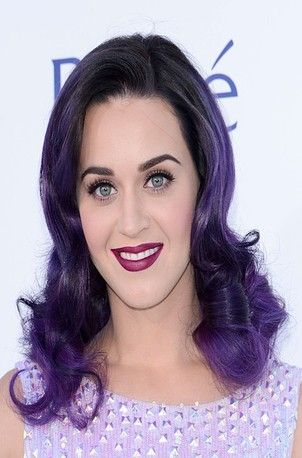 Katy Perry with simple, retro curls.