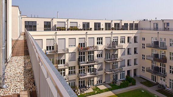 #Balkone mit viel Platz zum Nachbarn.
