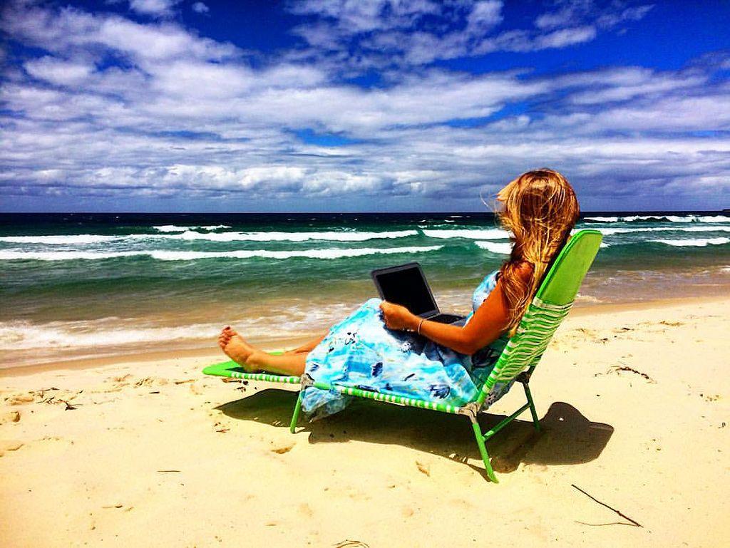 https://flic.kr/p/D42Hxq | What do you think of my working spot today? #upsticksandgo #roamingincome #freedomlifestyle #travel #locationindependent #michfrost #tuganbeach #queensland #worktrip #workingweekend