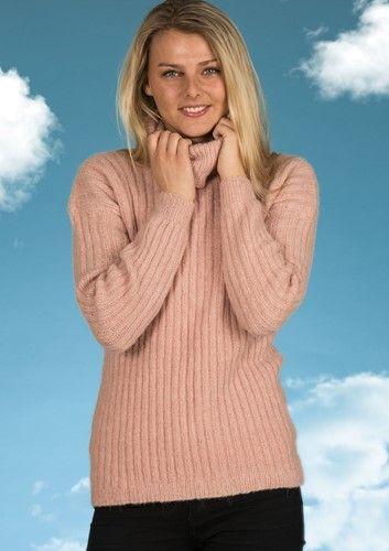 036edbc7 Sweater med rullekrave og striber på langs. Strikket i den lækre Mayflower  Sky Light.