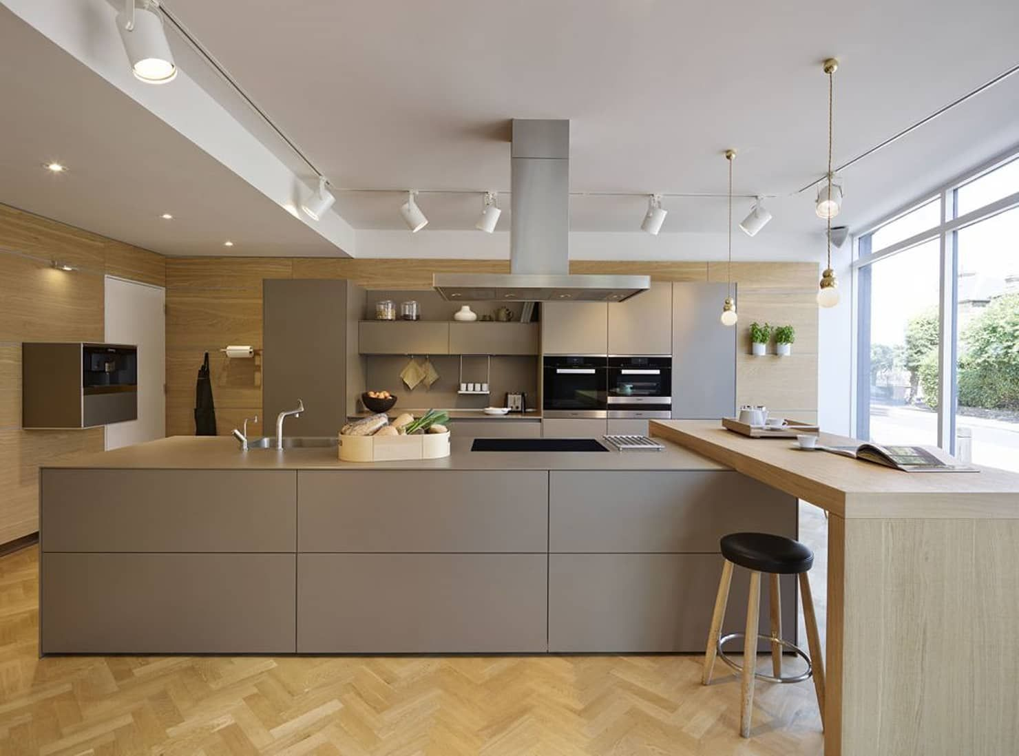 London Showroom Kitchen By Kitchen Architecture Modern Homify Kitchenshowrooms Kitchenmoderndesign Modern Kitchen Design Home Kitchens Kitchen Interior