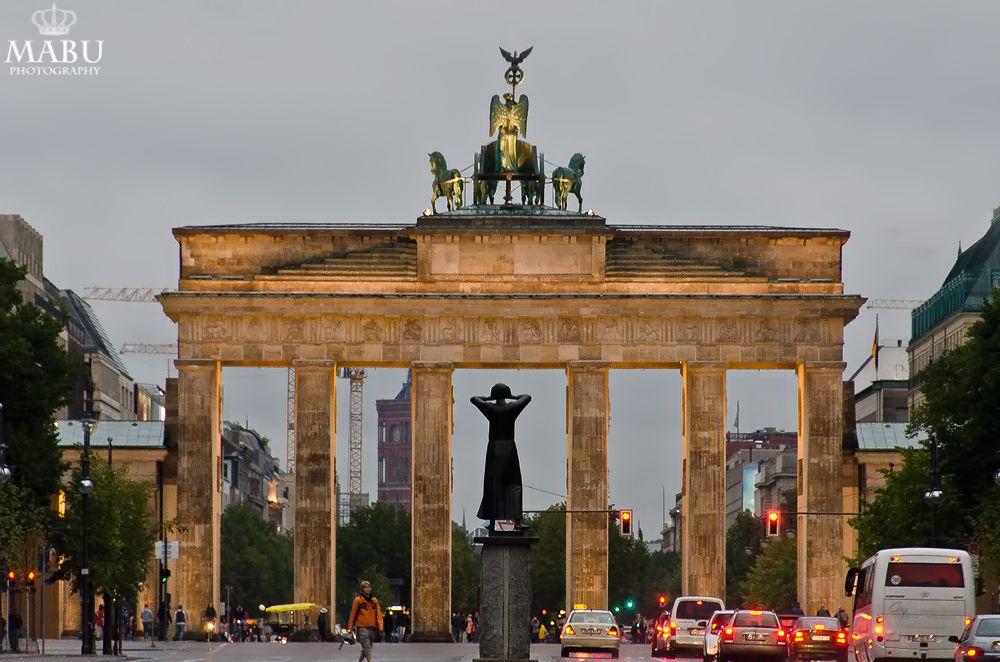 Brandenburger Tor In Berlin Brandenburger Gate In Berlin Germany Photo Copyright Mabu Photography Brandenburger Tor Poster Gunstig Berlin