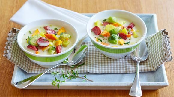 Kartoffeln, Rosenkohl, Kürbis und Cabanossi sind die wichtigsten Zutaten für diesen köstlichen Eintopf.