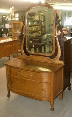 Oak Quartersawn Princess Dresser Large Beveled Mirror Claw