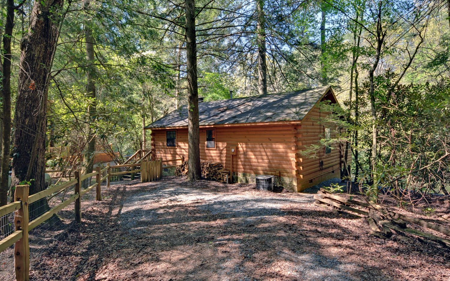 Looking For A Cabin That Is Close To The Ellijay River Then