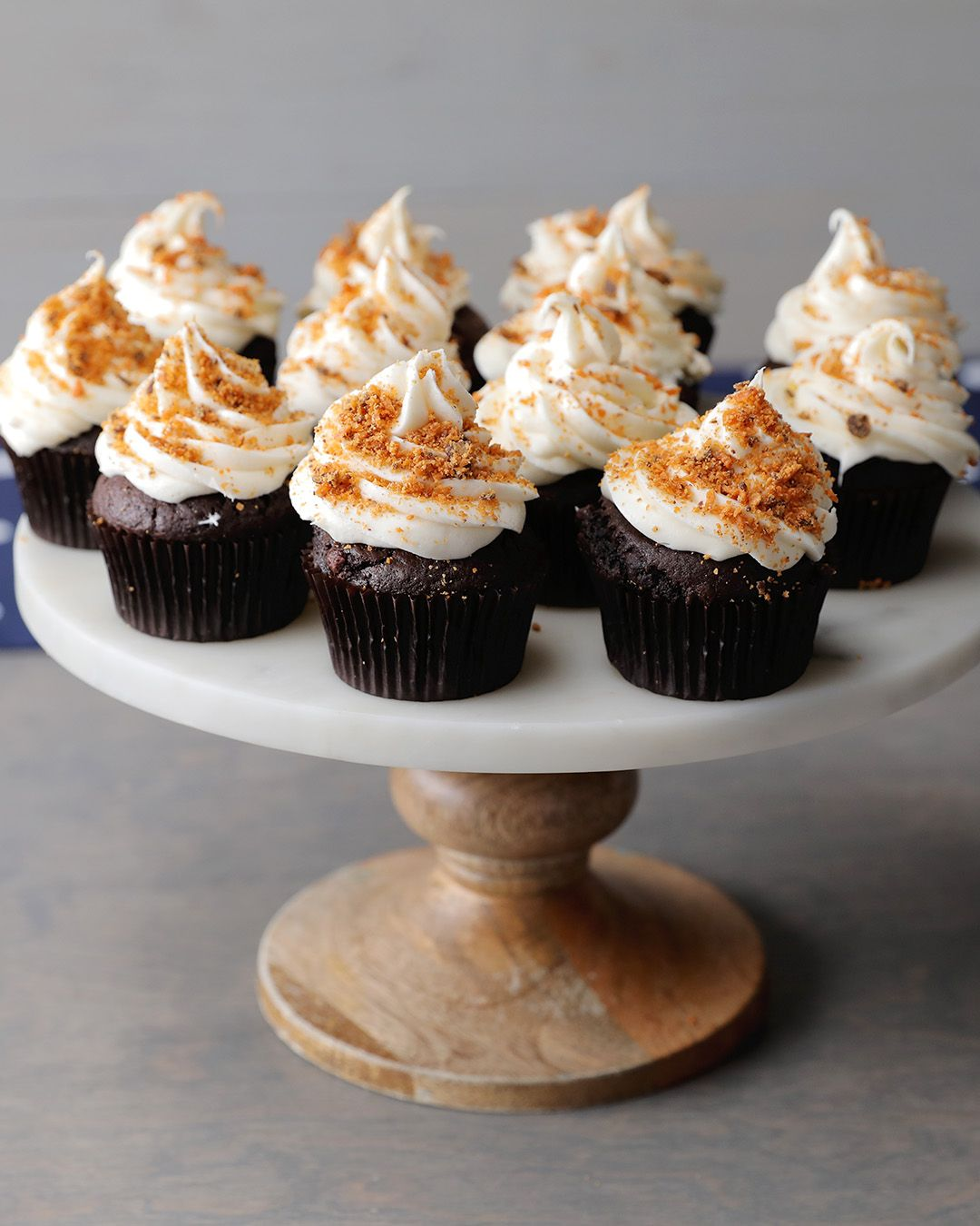 Butterfinger Dark Cheesecake Stuffed Cupcakes Food Drinks