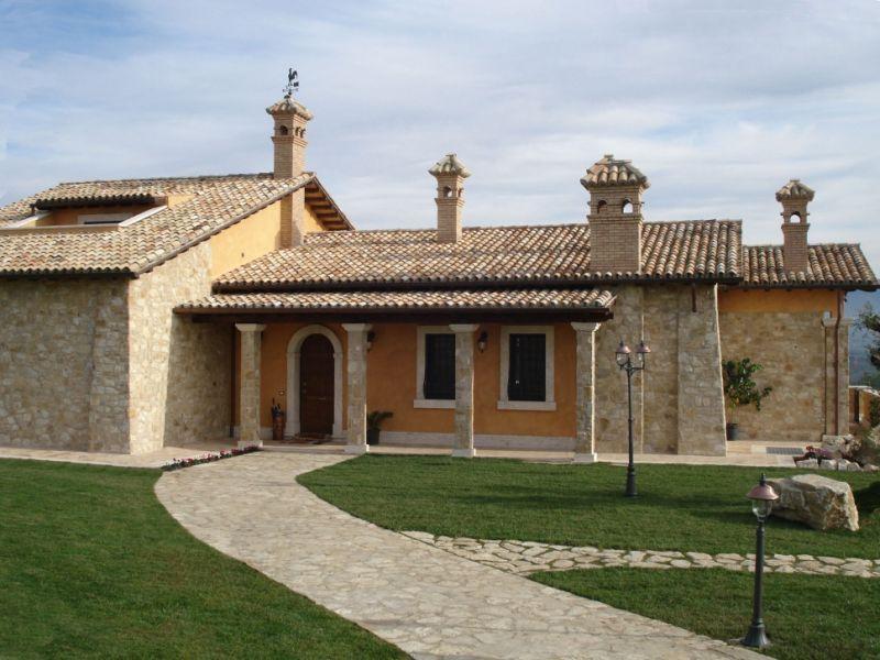 Rivestimenti di in pietra artificiale exterior house for Rivestimento in mattoni per case
