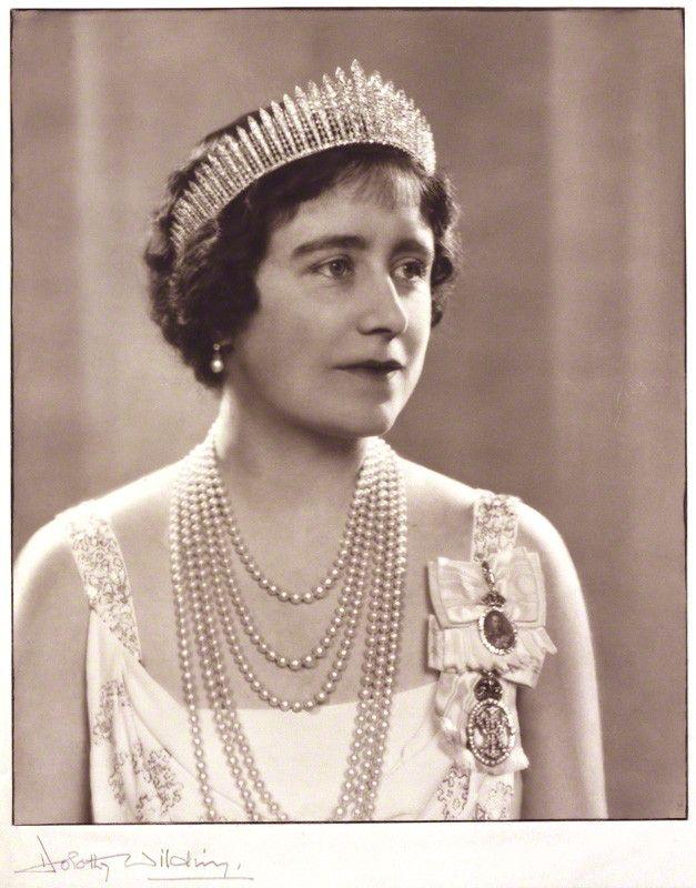 Photo Card By Dorothy Wilding In 1937 Of Queen Elizabeth Elizabeth Angela Marguerite Nee Bowes Lyon Windsor 4 Aug 1900 Uk 30 Mar 2002 Uk Age 101 Scotland