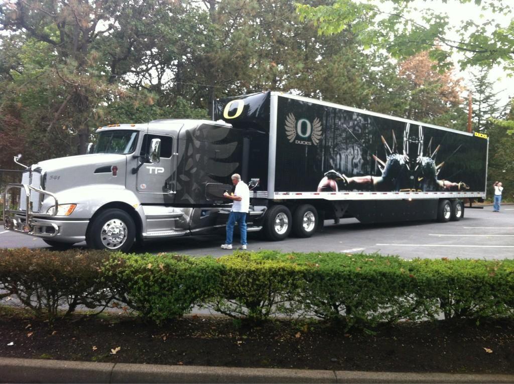 Duck Football transportation truck | Oregon Ducks Stuff ...