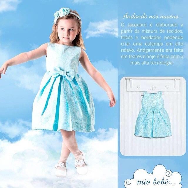 Andando nas nuvens, com vestido de jacquard floral azul ☁️ #miobebe #colecaoverao2015 #luxo #jacquard #modainfantil #kids #vestidoinfantil #damadehonra #festainfantil #fashion #kids #dress