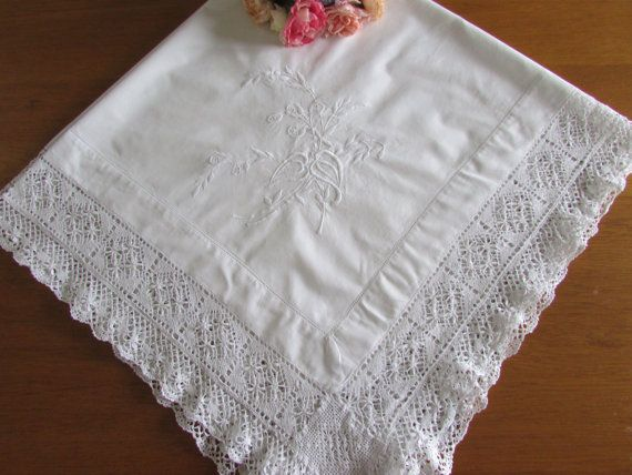 Square White Linen Tablecloth - Vintage Tablecloth - Vintage Wedding - Crocheted Tablecloth I love embroidery and lace.