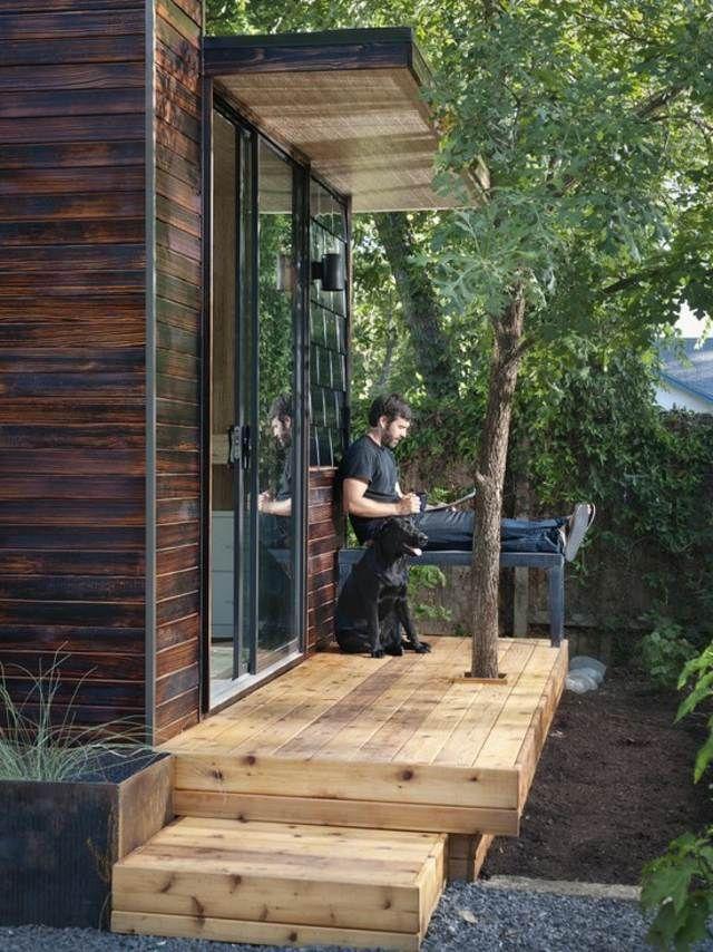 Holzhaus Garten Sitzbank Baum Holz Terrasse