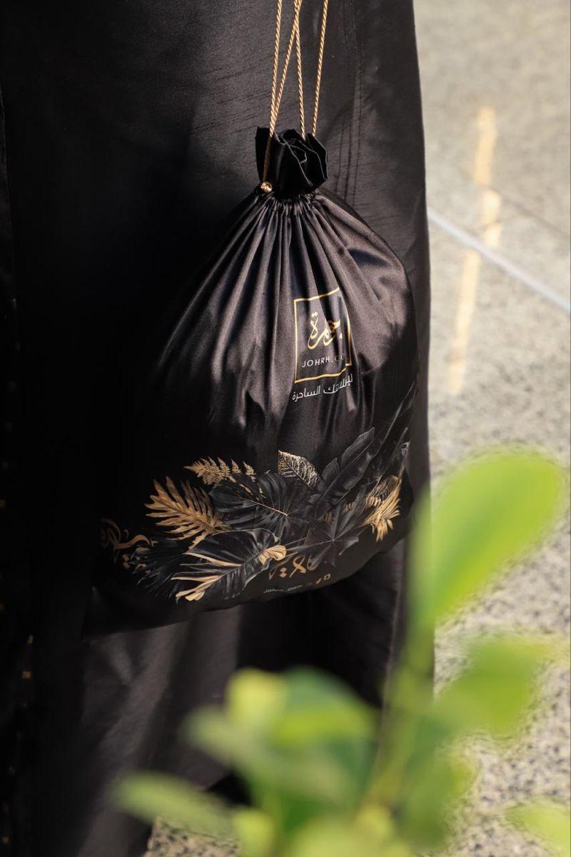 كيس عباية من الساتان الفاخر ورد أسود عباءة جوهرة Drawstring Backpack Bags Backpacks
