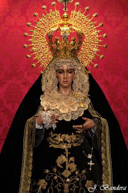 Las Fotografías De Bandera La Virgen De La Esperanza Macarena De Madrid Nuestra Señora De Los Dolores Virgen De La Macarena Cuadros Religiosos