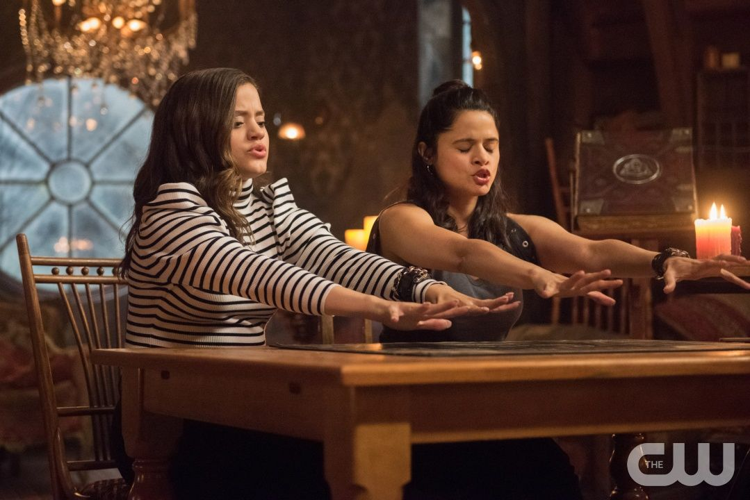 Charmed 1x02 Let This Mother Out Maggie And Mel Charmed Tv Show Charmed Sisters Charmed Tv