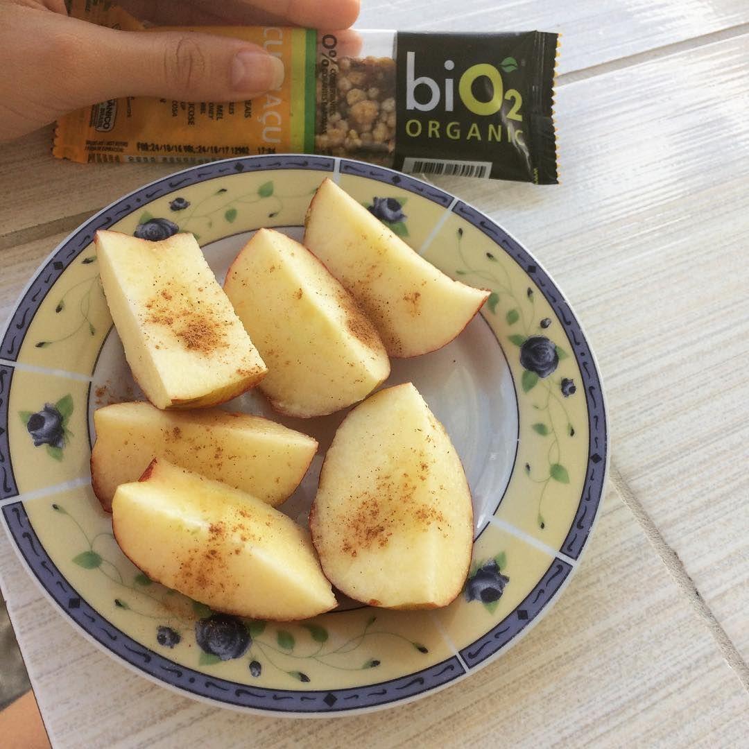 """102 curtidas, 3 comentários - Nathalia Luna (@lunalifefit) no Instagram: """"Lanche da manhã 👉 maçã com canela e essa barrinha @bio2.organic de cupuaçu 💚 #maispertoqueontem…"""""""