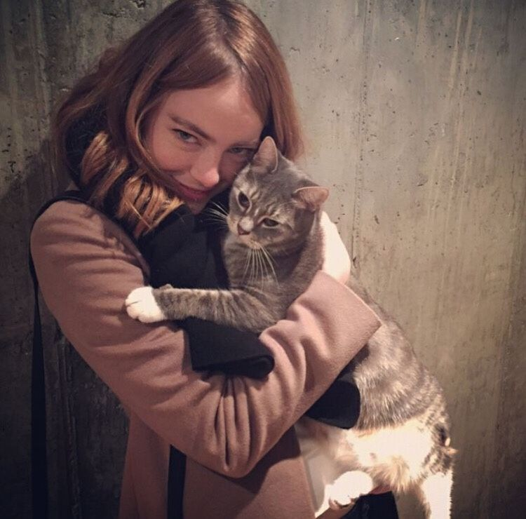 emilyjstxne ✌🏻 - Emma Stone being utterly adorable with Pablo the...