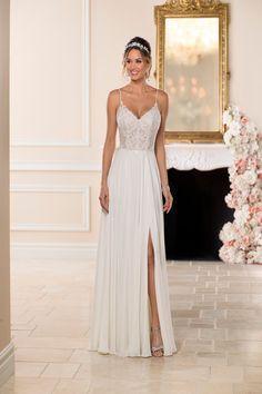 Vestido de novia sencillo y evasé – 6747 de Stella York.  Más información sobre este vestido en W… |  Vestido de novia de playa de gasa, Vestido de novia de playa de encaje, Vestido de novia de gasa  – Boda