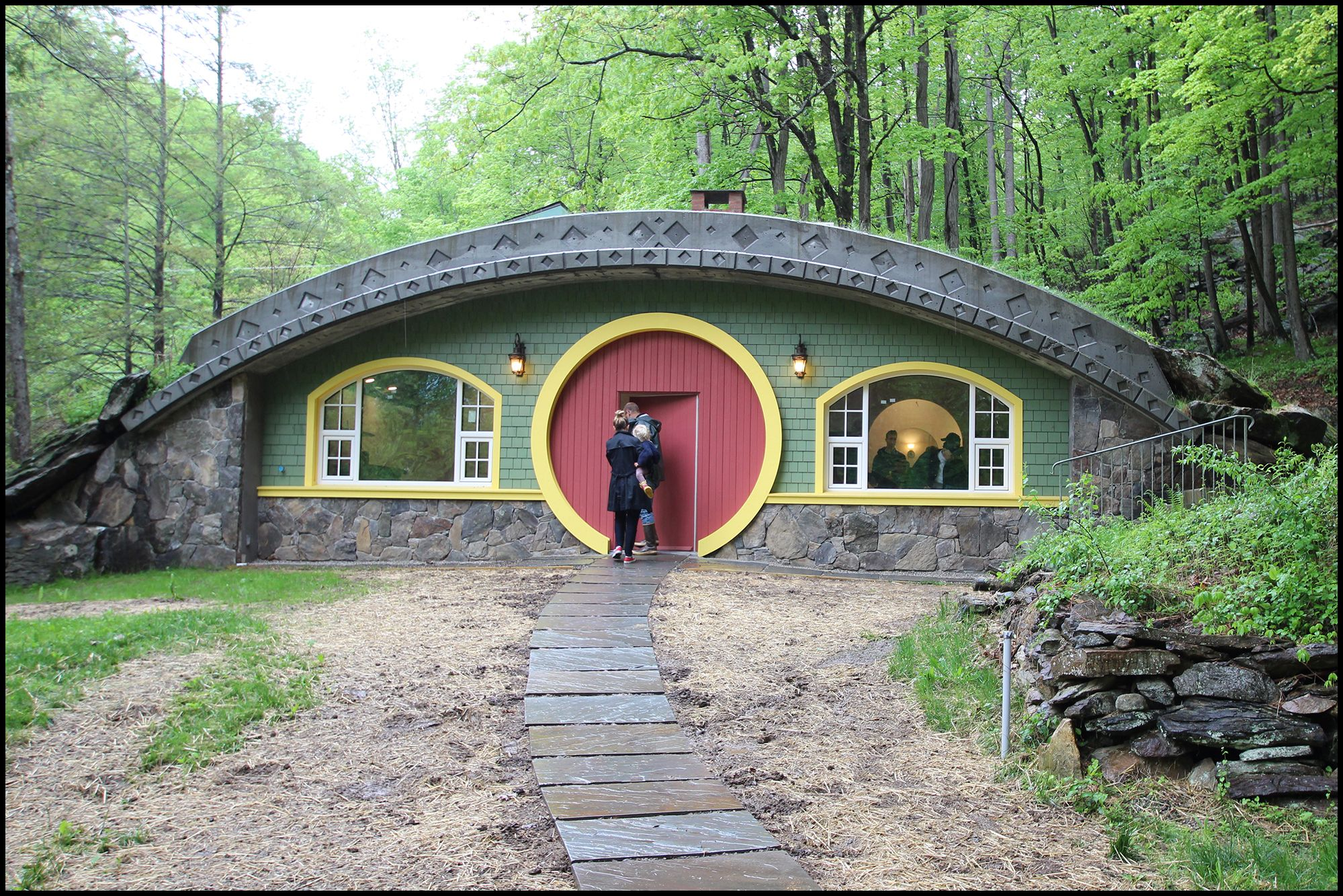 Forming A Hobbit House Roof Earth Sheltered Homes Hobbit House Underground Homes