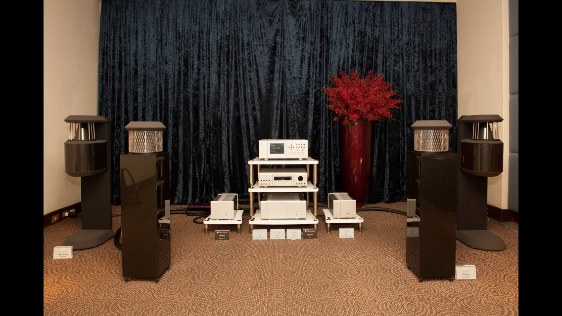 BASSOCONTINUO Reference Line model ACCORDEON and BANDURA Borea White with German Physiks and Boulder Amplifiers, Inc. at Taiwan High End show - courtesy of our partner Bunhong Trading #bassocontinuo #racks #boulder #germanphysiks #audioshow #madeinitaly #hifi #highend #taiwan #taipei #boreawhite #luxury #lifestyle