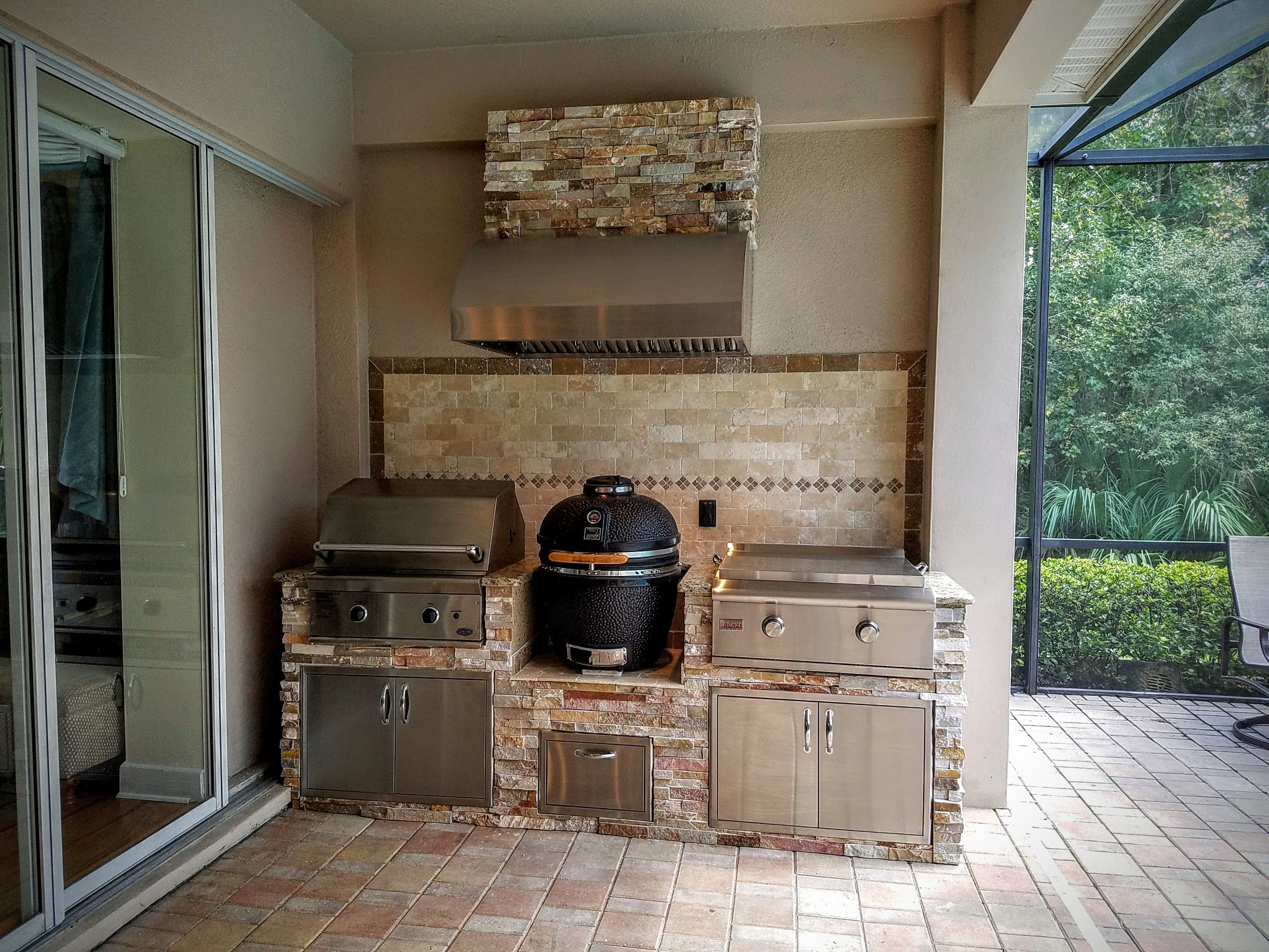 pictures of outdoor kitchen backsplashes | my outdoor speces ...