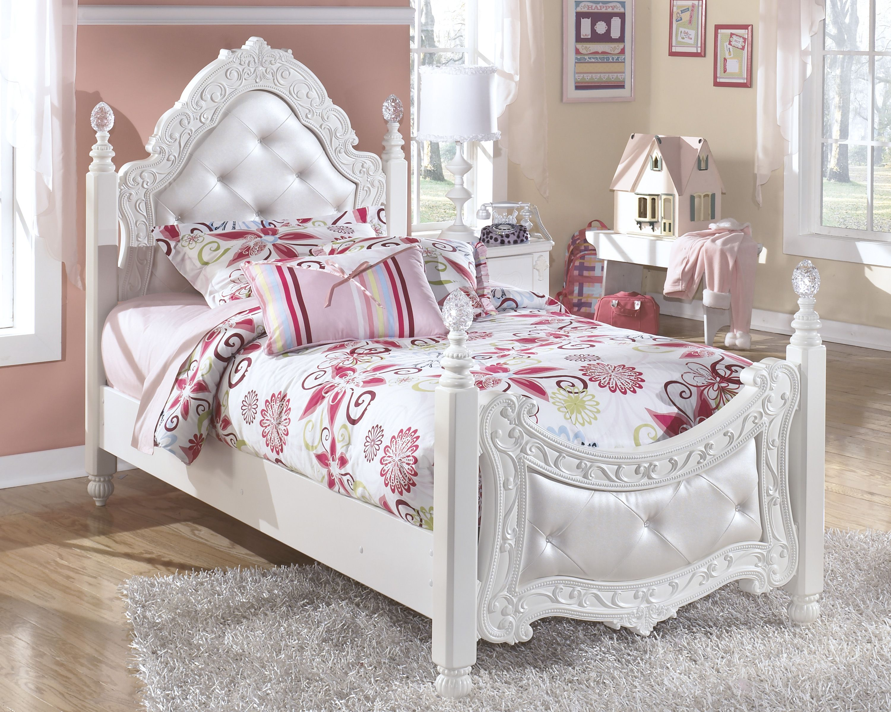 Ashley Furniture Exquisite Luminous White Twin Poster Bed Kid