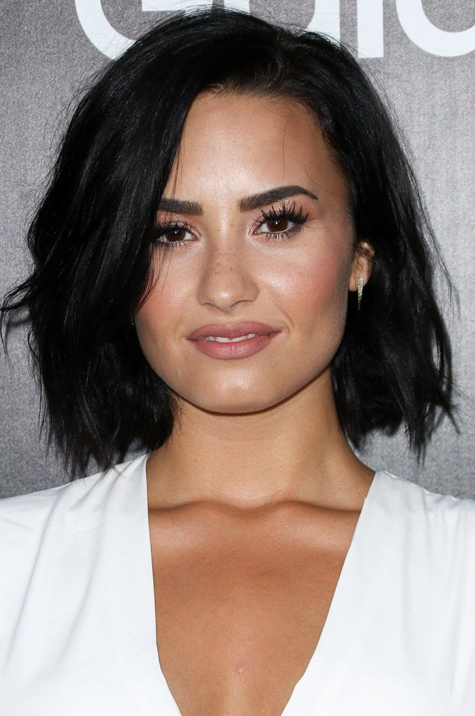 Demi Lovato Bob Con Capas Versátiles Telva Com Hair Creationsshort Haircutnew