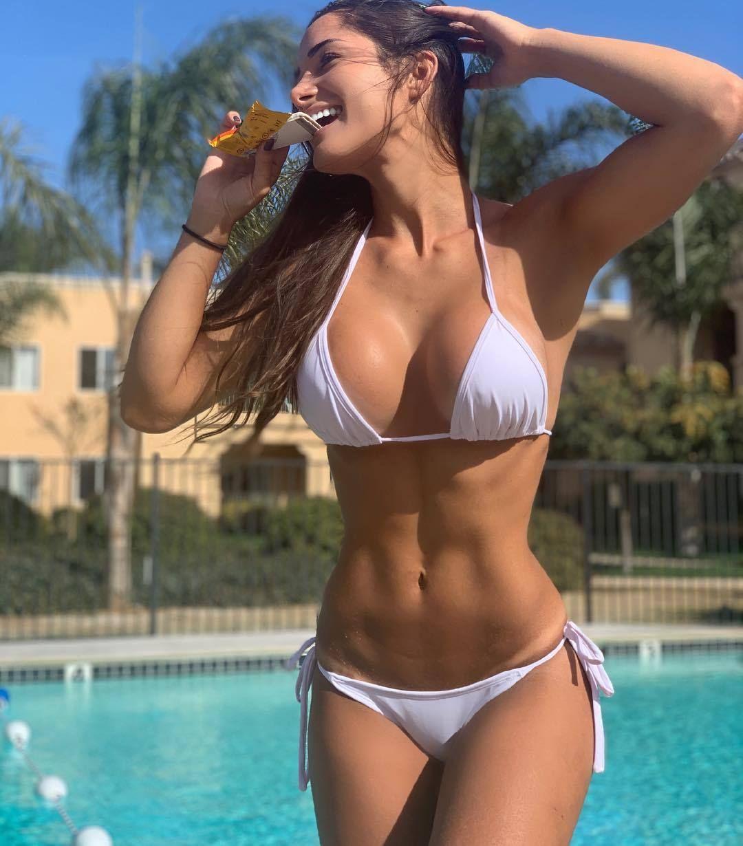 Pin En Bikini