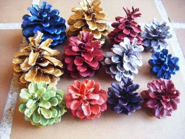 Pi as pintadas de colores manualidades pinterest for Decoracion con pinas secas