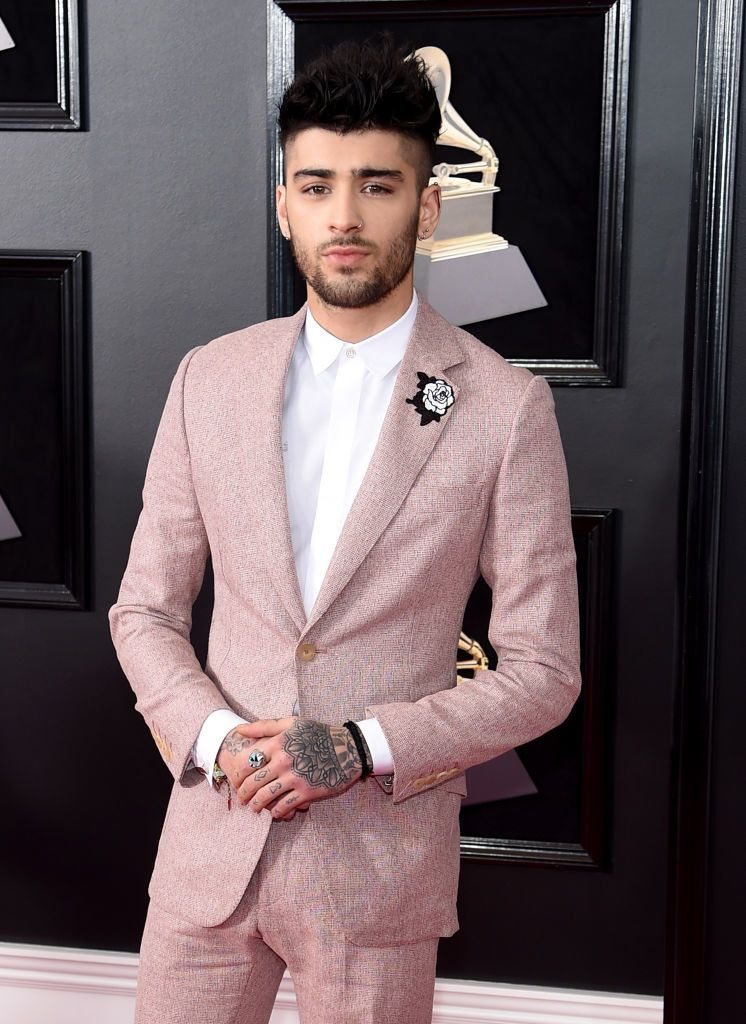 Zayn Wore A Pink Suit To The Grammys And I Now Can T Stand Up For Obvious Reasons Pink Suit Pink Suit Men Zayn Malik Style