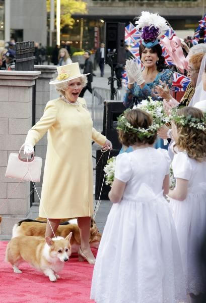 Meredith Vieira As Queen Elizabeth And Her Corgis Corgi Queen