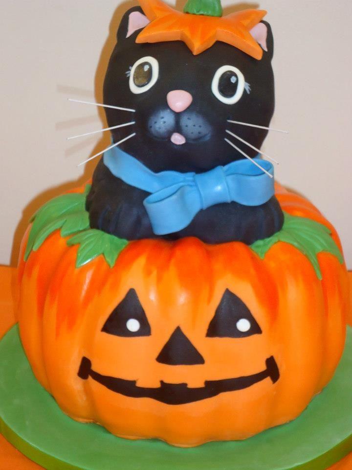 Halloween cake - great for a Halloween themed birthday party (my - halloween birthday cake ideas