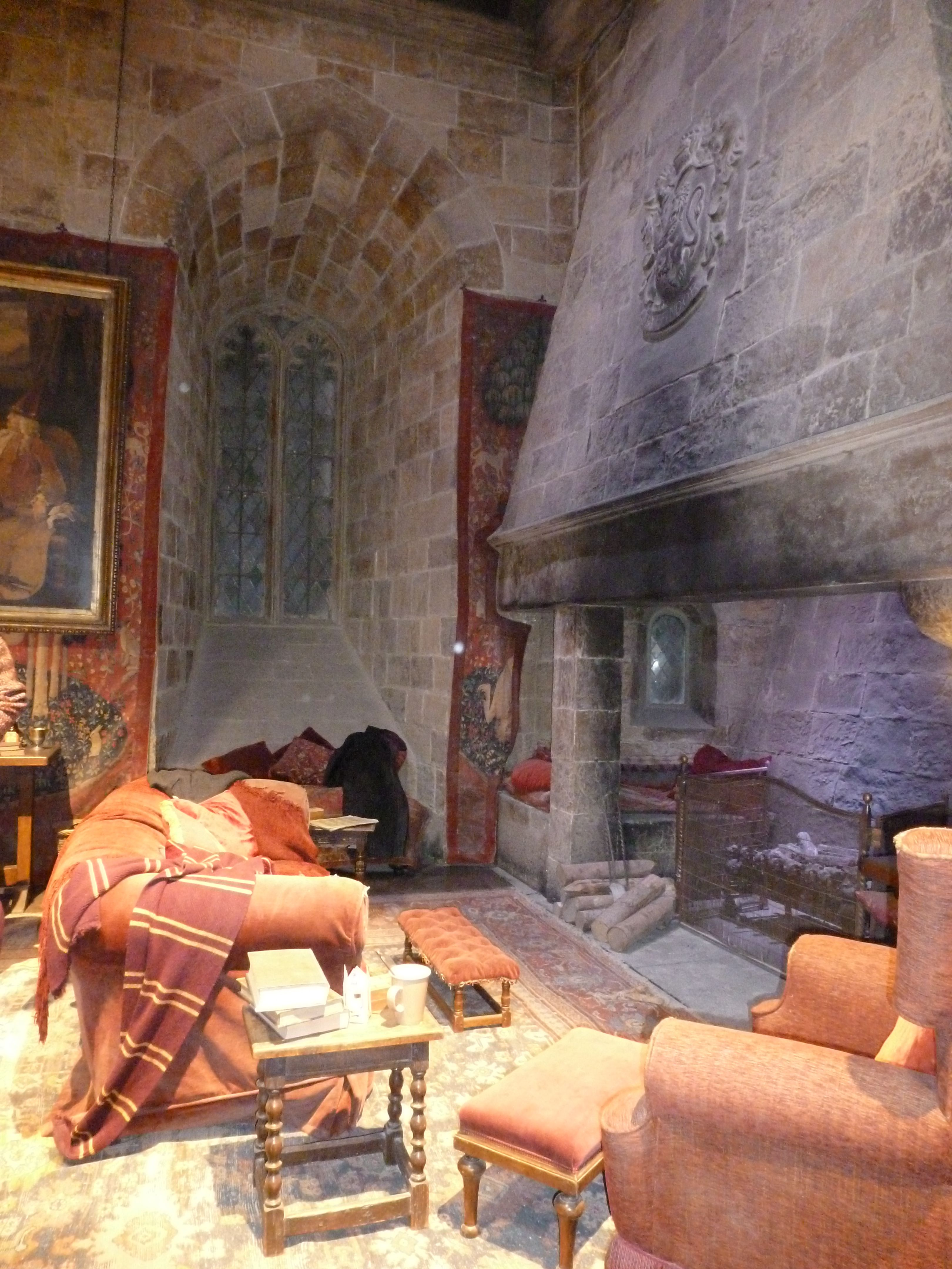 Hogwarts Bedroom Gryffindor Common Room Magical Places Pinterest