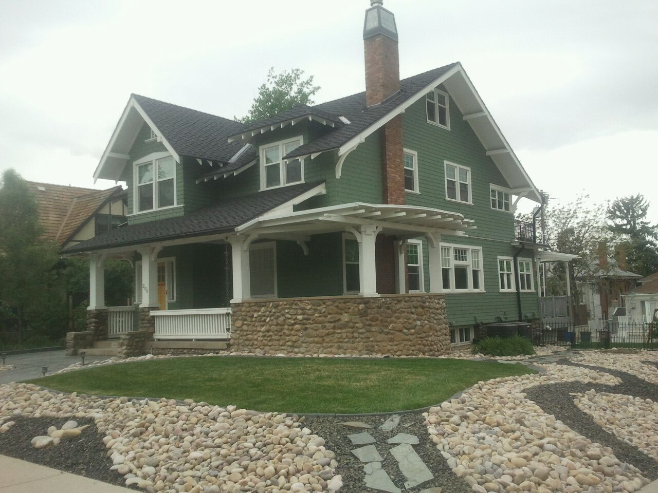Green exterior could camouflage the ugly green gutters - Green exterior paint color schemes ...