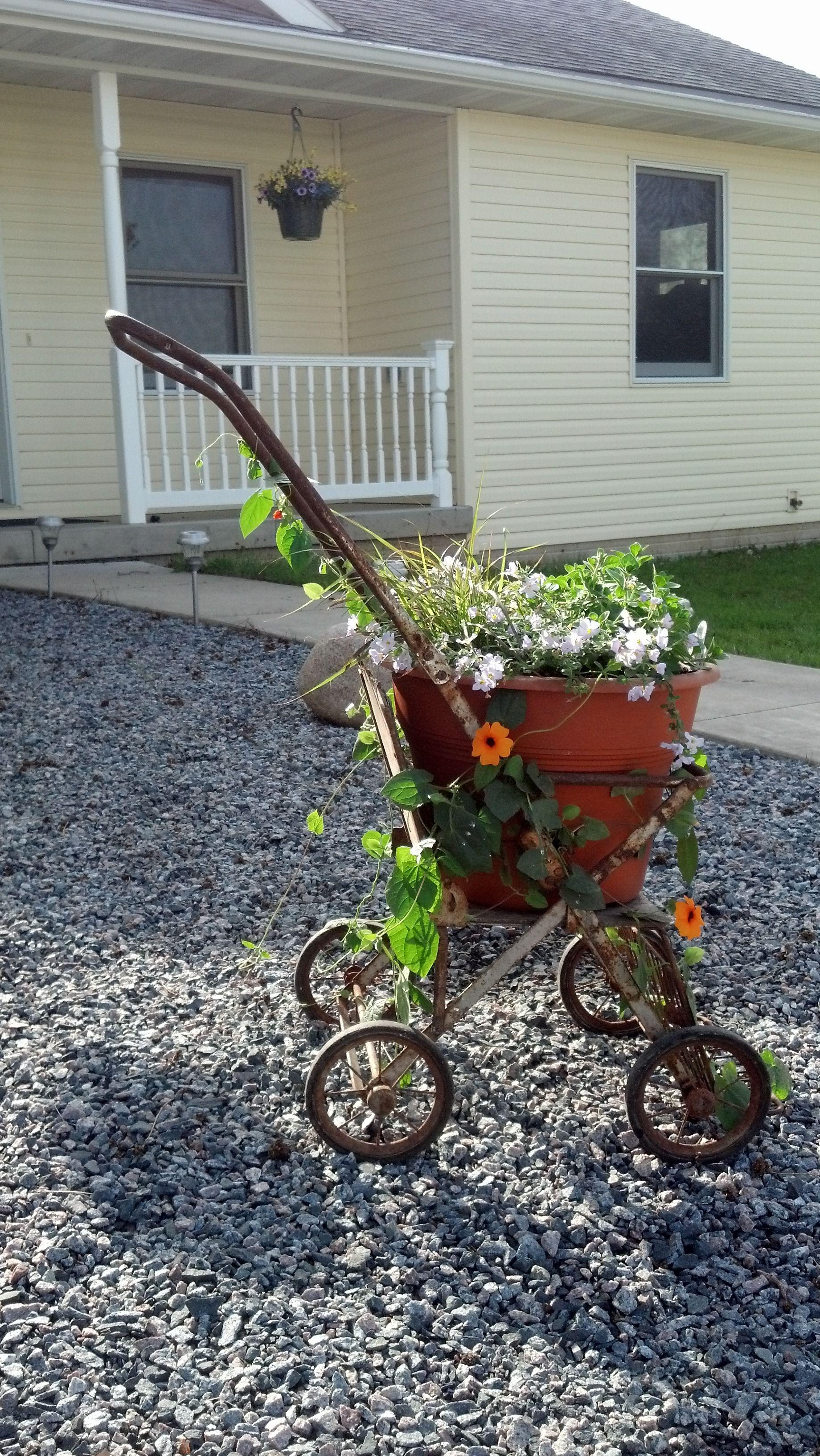 turned an old baby stroller into plant holder garden projects pinterest garden planters. Black Bedroom Furniture Sets. Home Design Ideas