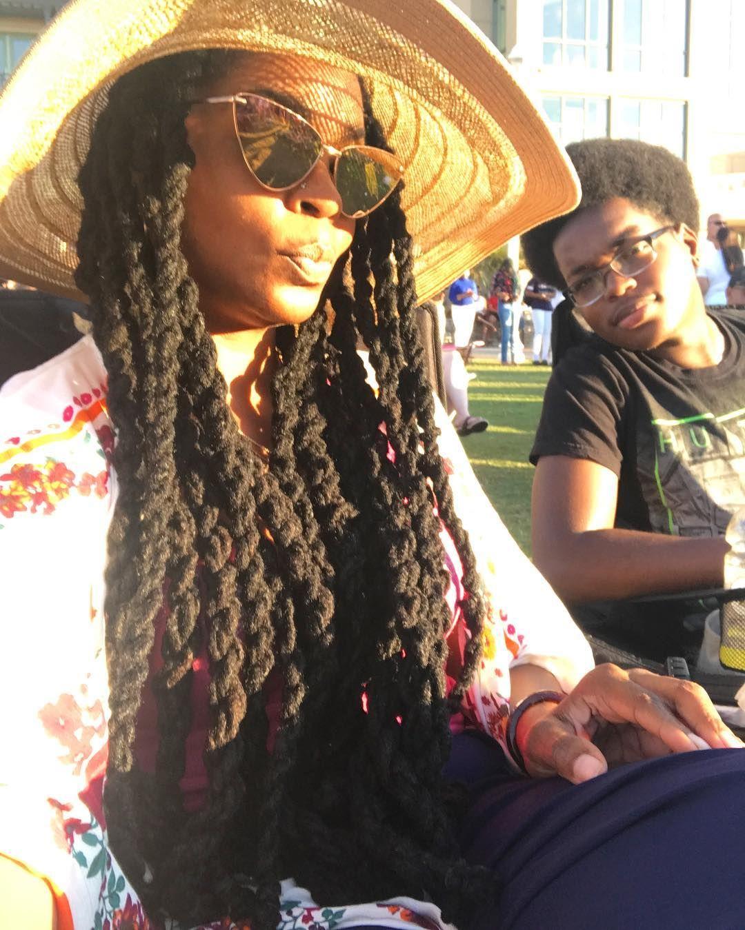 Sunshine and dreadlocks #aboutlastnight #potd #beachfun #virginiabeach #ootd #dreads #iamlocd #womenwithlocs #locs #longhairdontcare #dreadhead #allnatural #naturalhair #nomakeup #foe #family #virginiaisforlovers #summer @sunglassspot