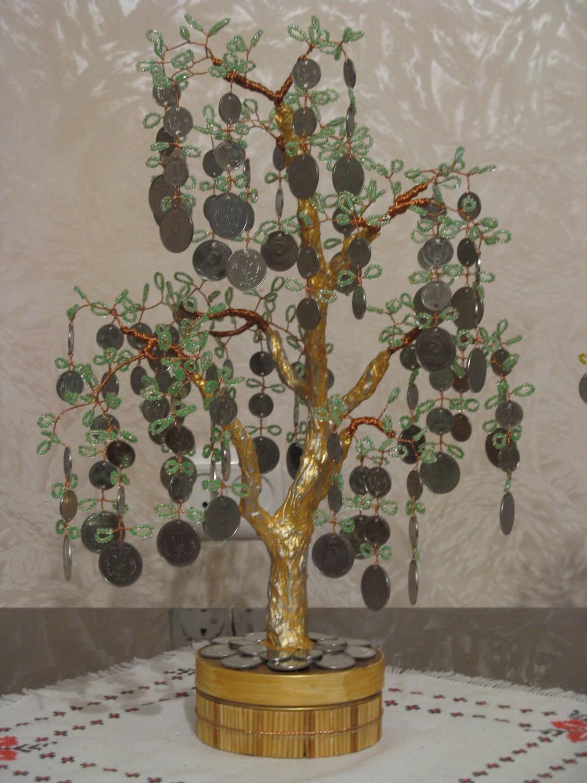 Дерево из бисера с монетами фото