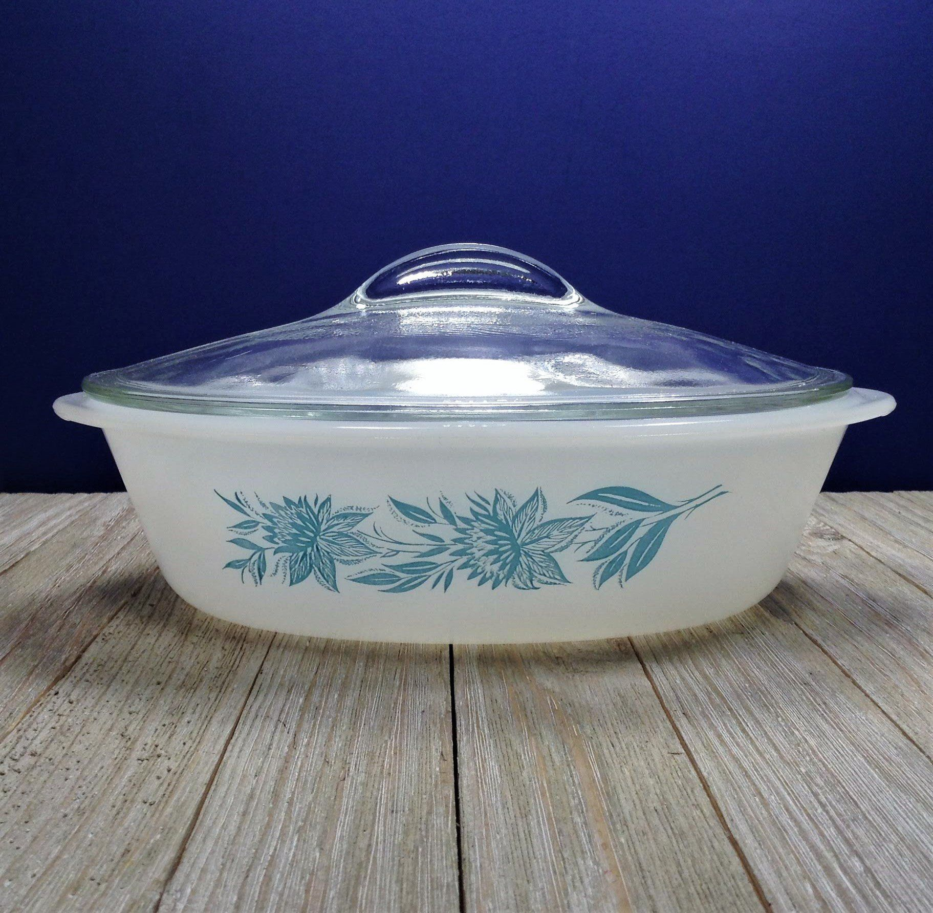 ovenware yellow PYREX BUTTERFLY GOLD 1 12 Qt Quart Kitchen Baking vintage cookware white flowers butterflies Casserole with Lid