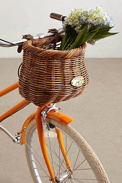 panier accrocher l 39 avant d 39 un v lo osier tress la bicyclette pinterest panier de. Black Bedroom Furniture Sets. Home Design Ideas
