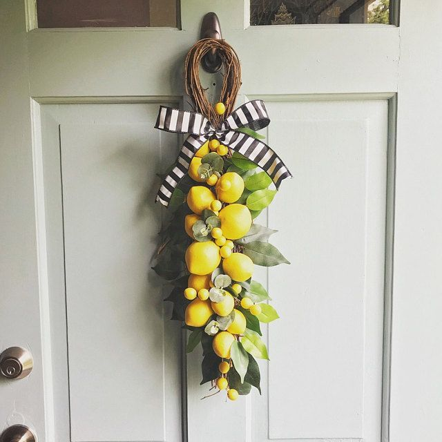 Scarecrow wreath. Fall wreath. Fall wreath for the front door. Rustic fall wreath. Burlap fal... #scarecrowwreath