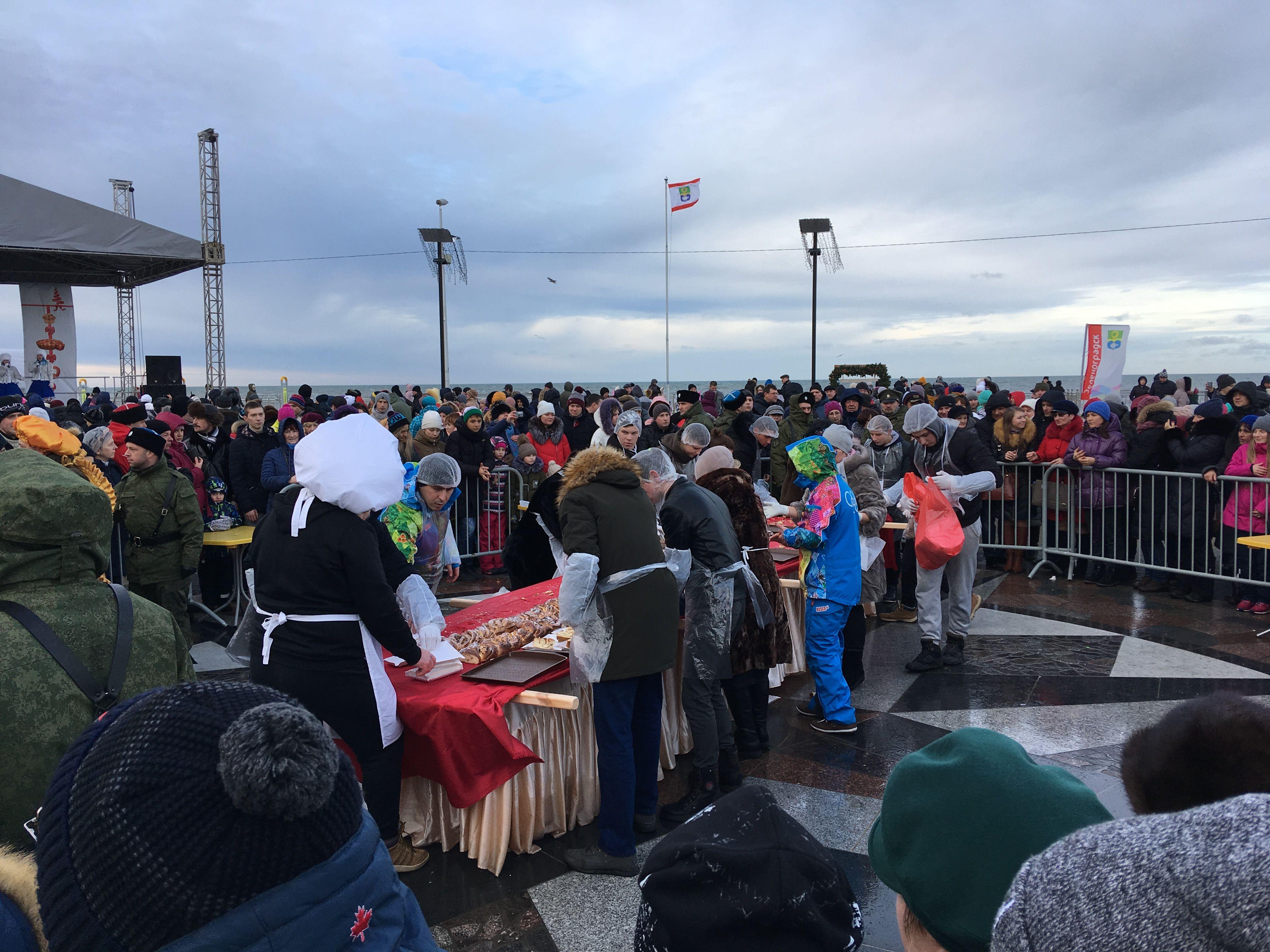 Море народу на площади ветров